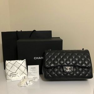 Chanel jumbo lambskin classic flap